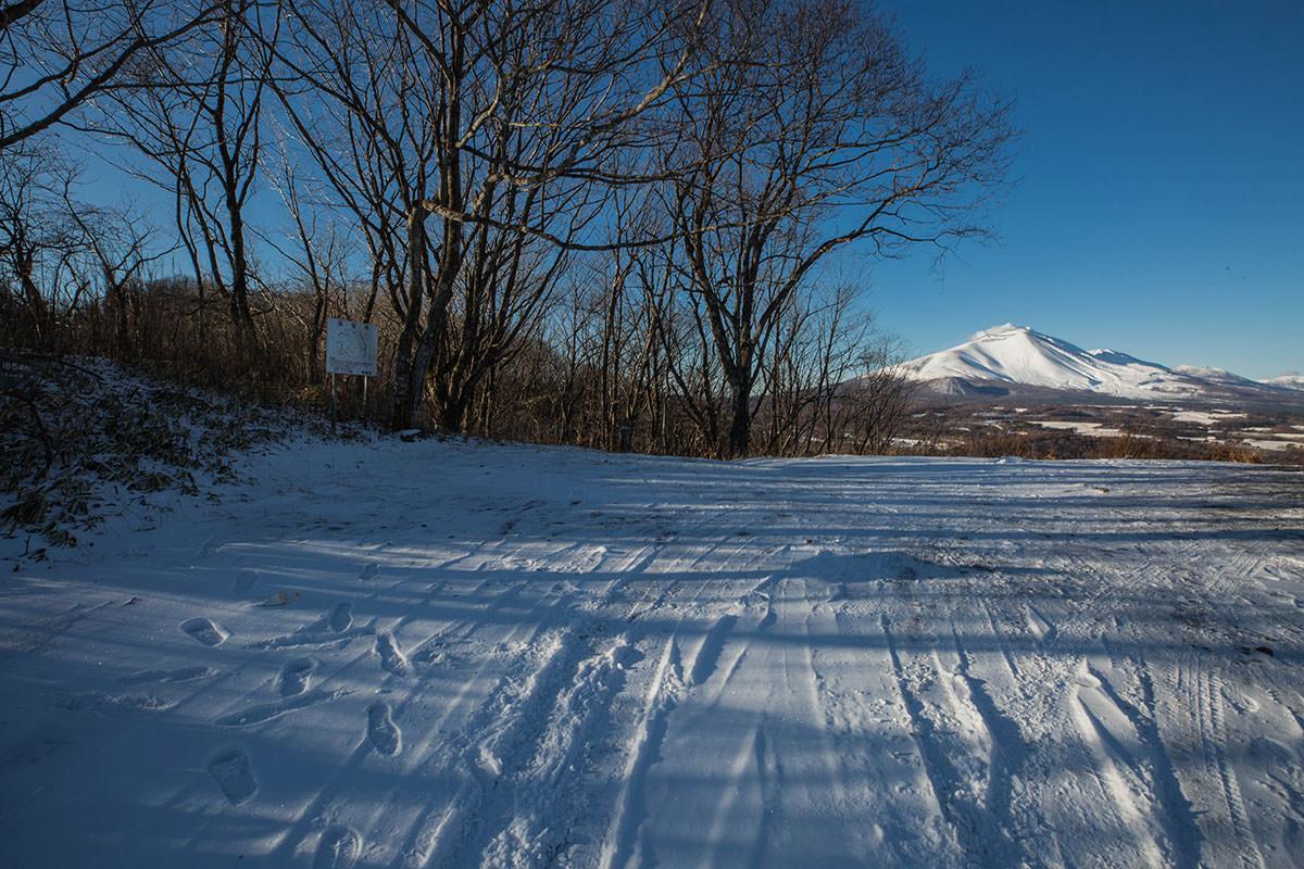 【鼻曲山】登山百景-駐車場の脇から登る