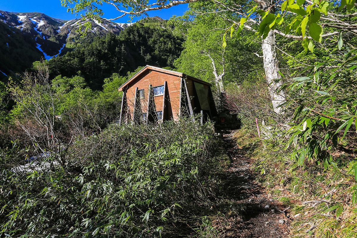 【針ノ木岳】登山百景-大沢小屋を通り過ぎる