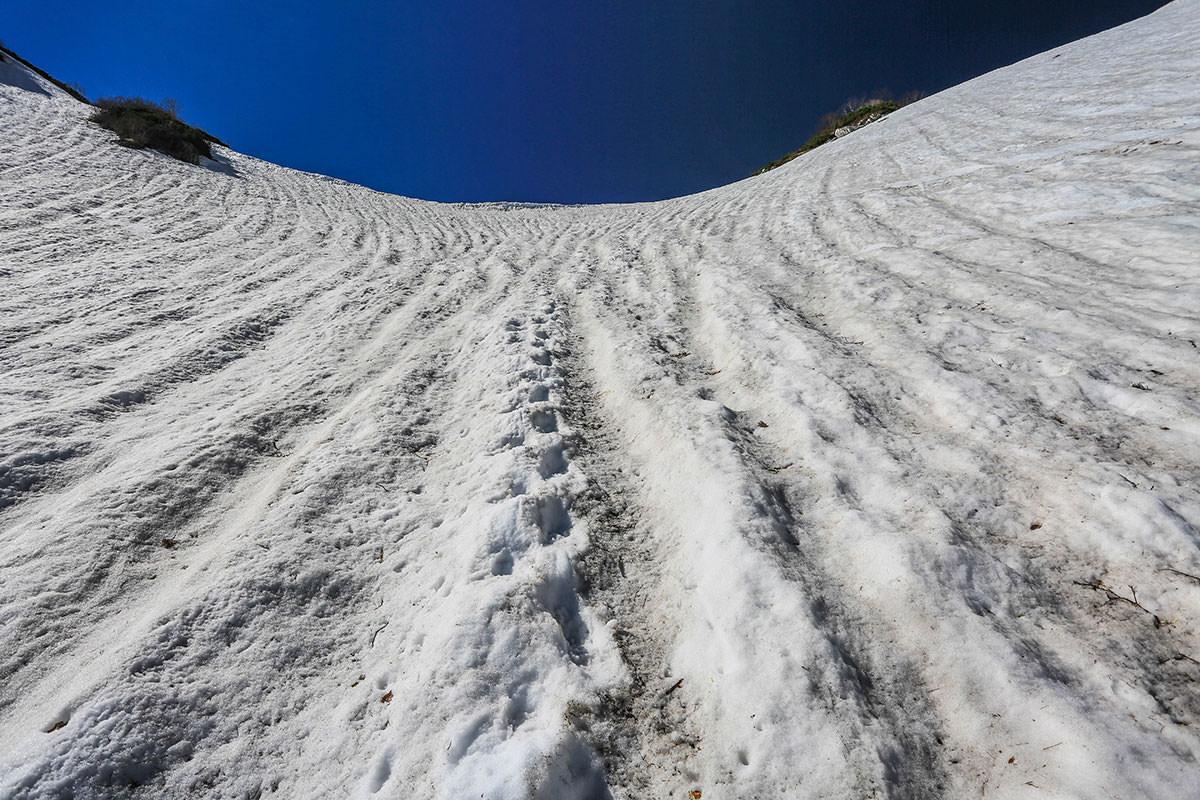 【針ノ木岳】登山百景-針ノ木峠はもう少し
