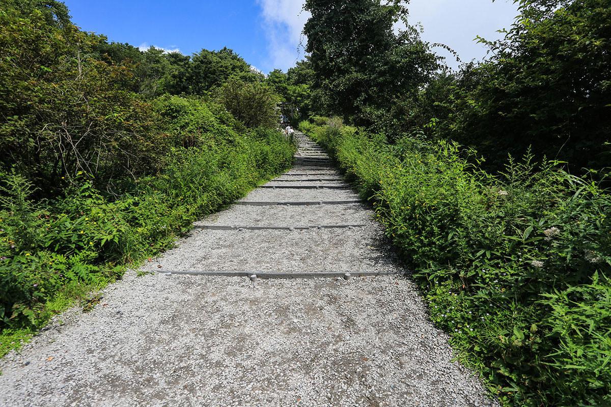 【榛名山】登山百景-山頂への階段