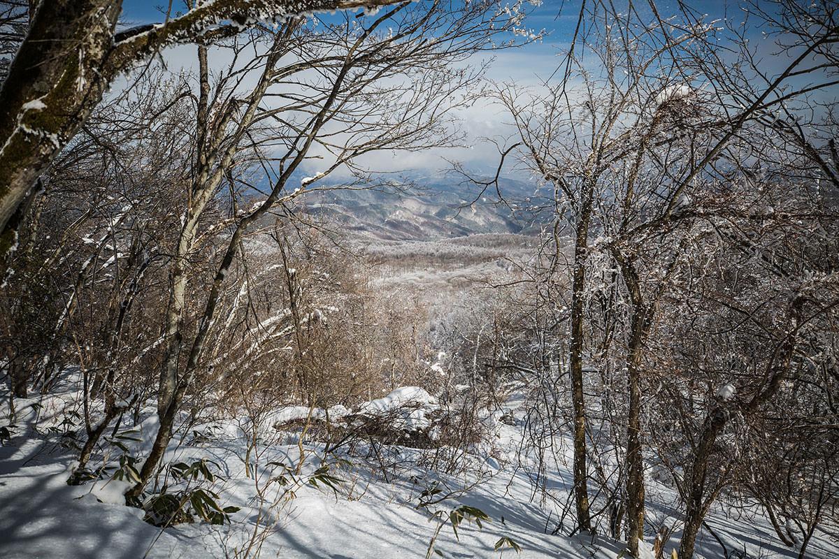 【聖山】登山百景-聖高原の別荘地が見える