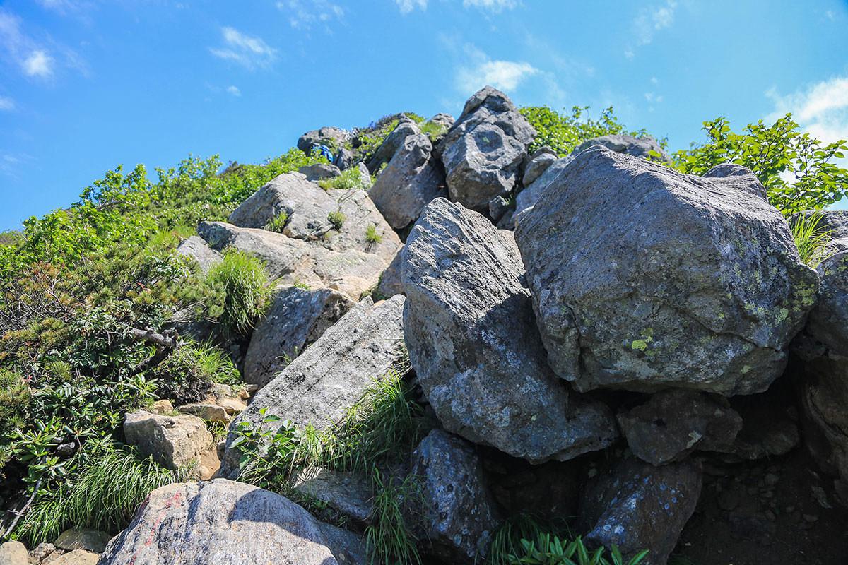 【燧ヶ岳】登山百景-岩の斜面を登る