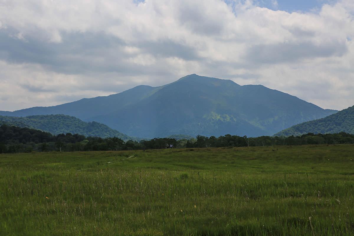 【燧ヶ岳】登山百景-正面に至仏山