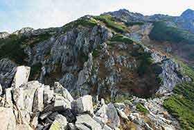 岩の稜線を上る