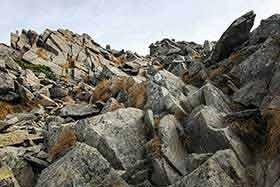 前穂高岳への岩の道