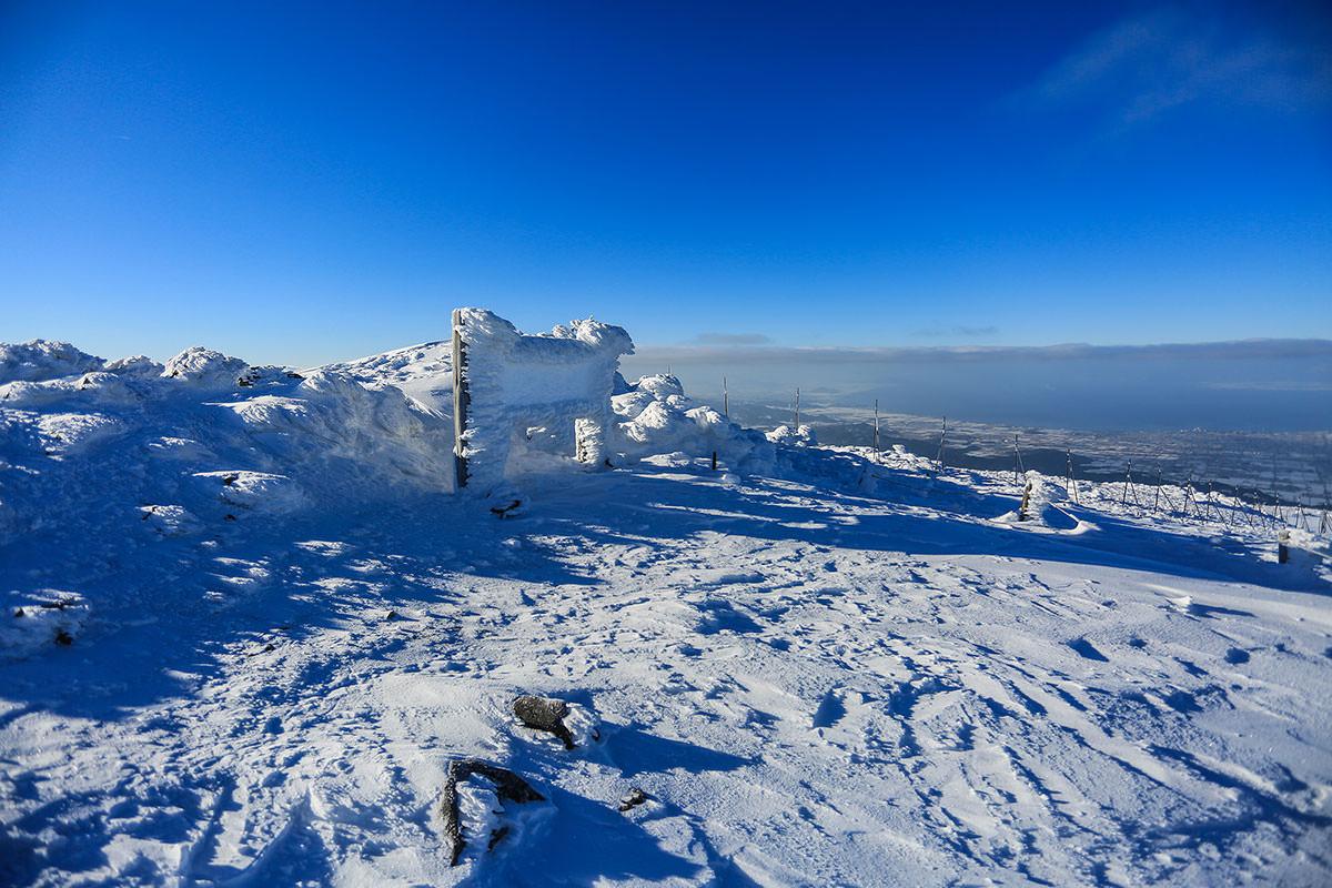【伊吹山】登山百景-看板にも雪