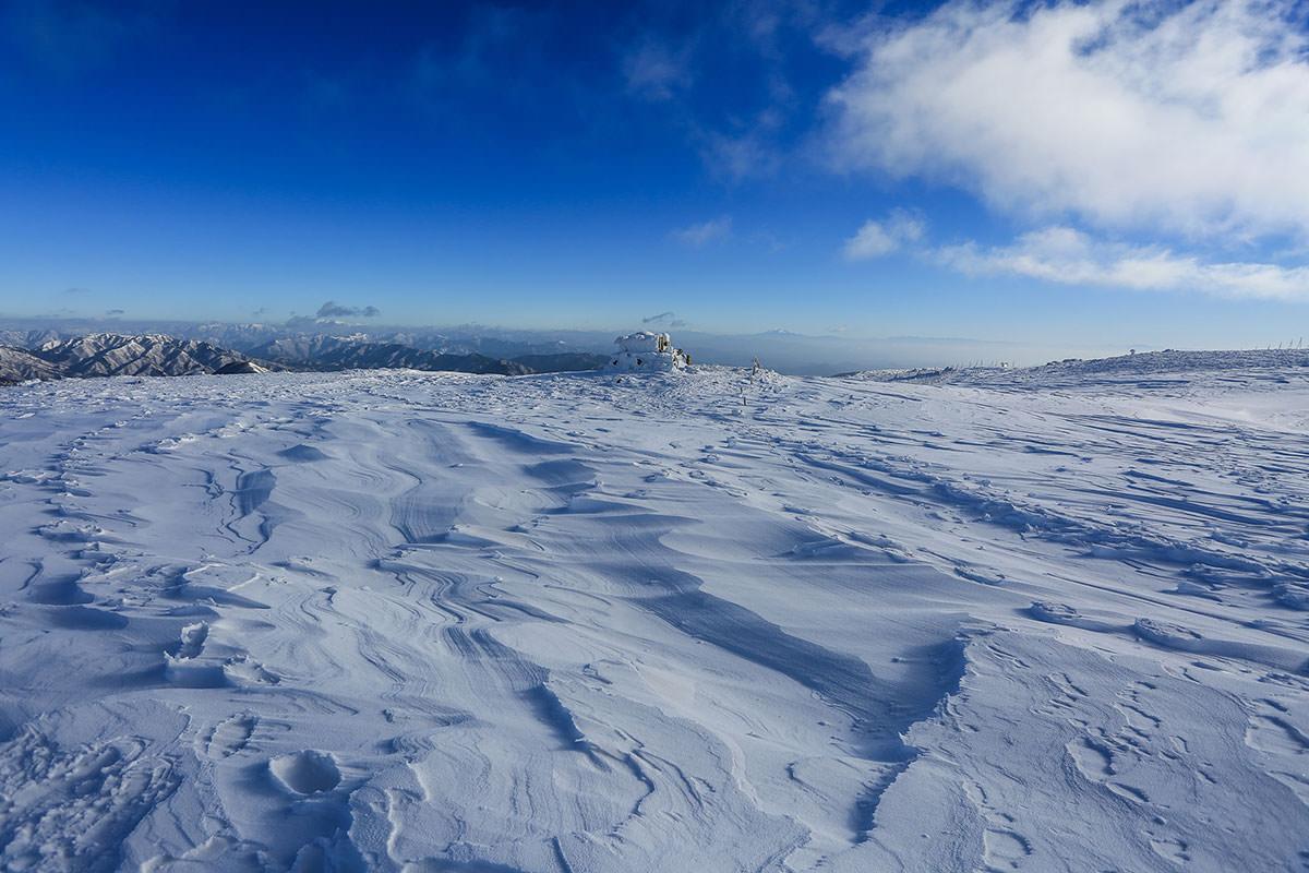 【伊吹山】登山百景-遠くには御嶽も見える