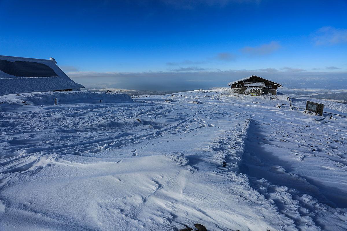 【伊吹山】登山百景-雲の下には琵琶湖なはず