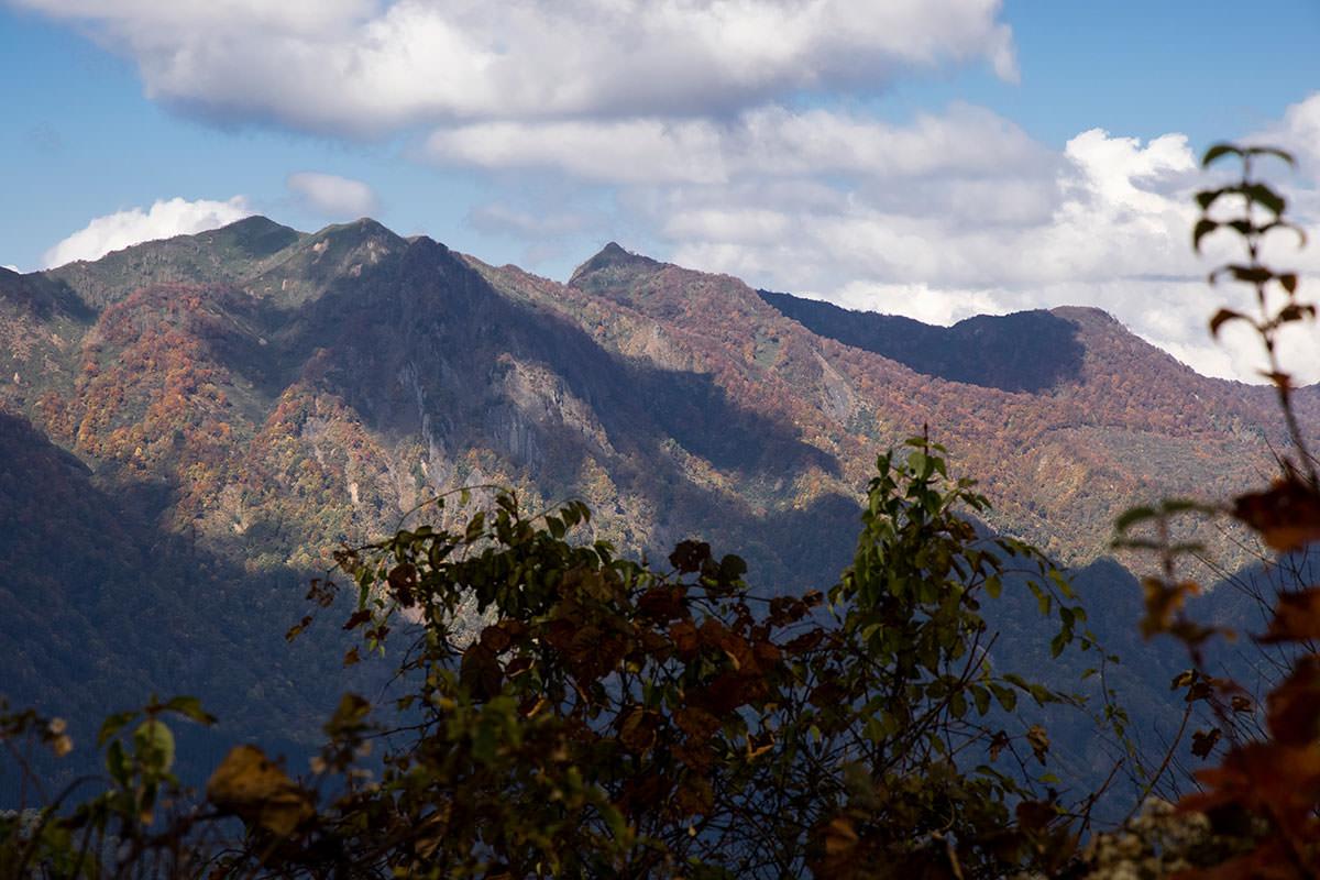 奥裾花の中西山と奥西山
