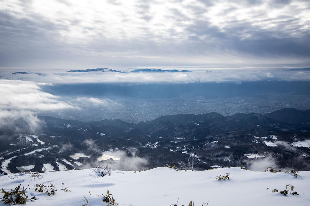長野市街と菅平と奥に浅間山