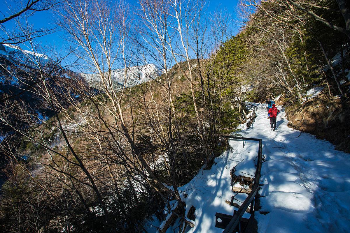 【硫黄岳 本沢温泉】登山百景-橋のようになってる登山道