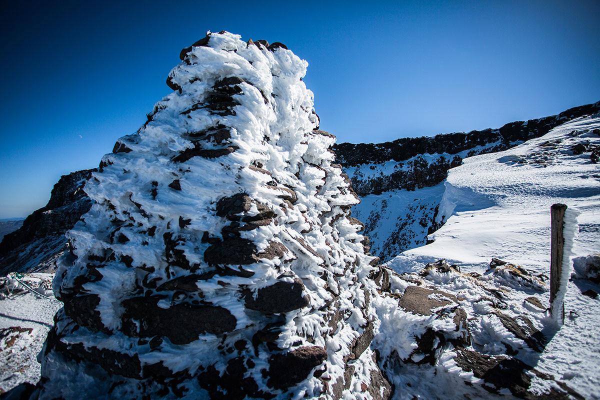 【硫黄岳 本沢温泉】登山百景-氷がたくさん着いてる