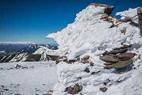 山頂も氷がたくさん
