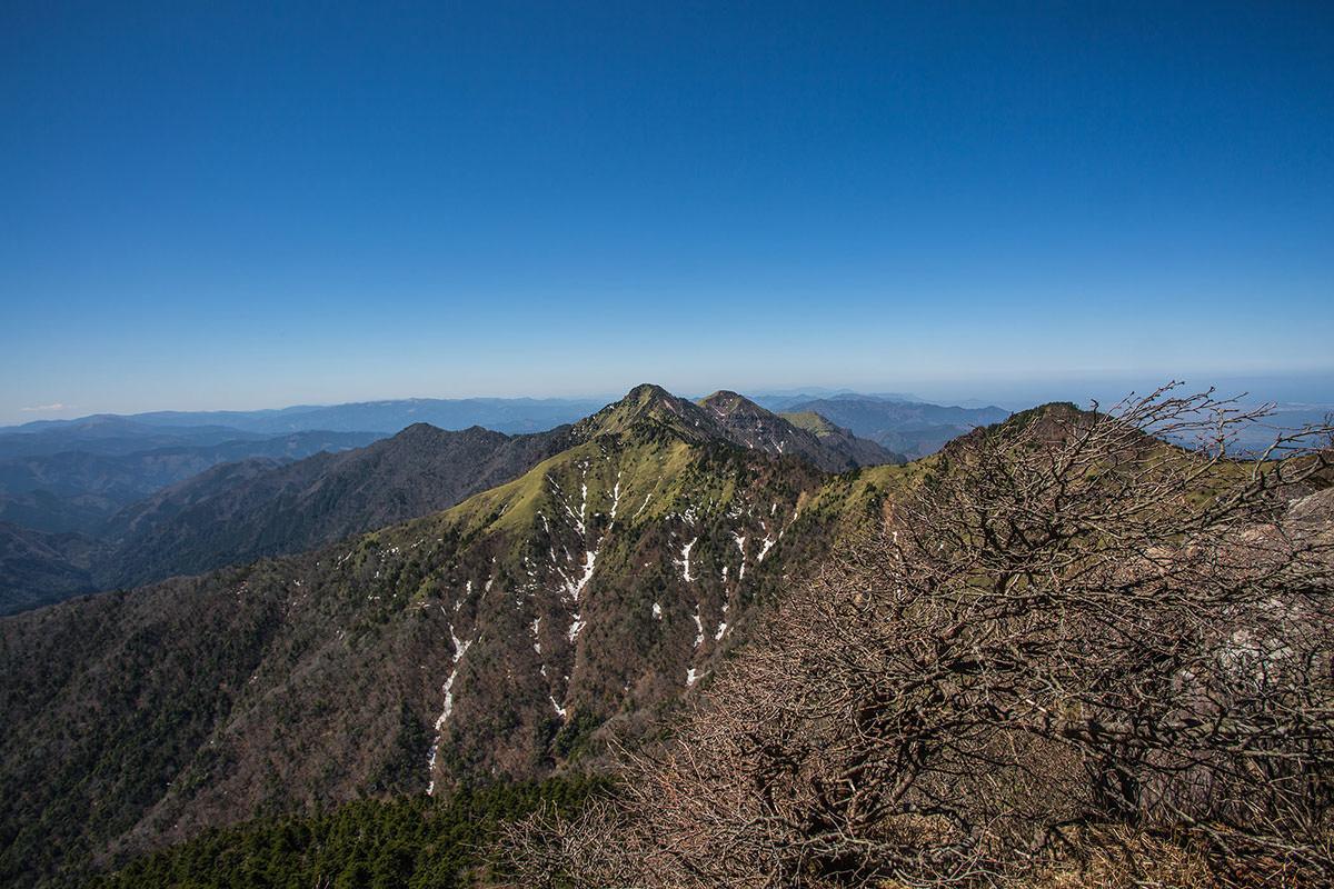 稜線に出た西側の景色