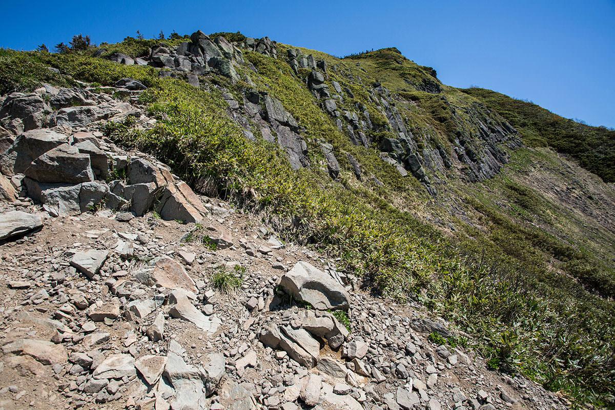 【岩菅山 裏岩菅山縦走】登山百景-岩菅山が近づいてきた