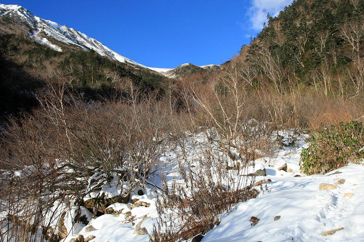 【常念岳】登山百景-乗越が見えた