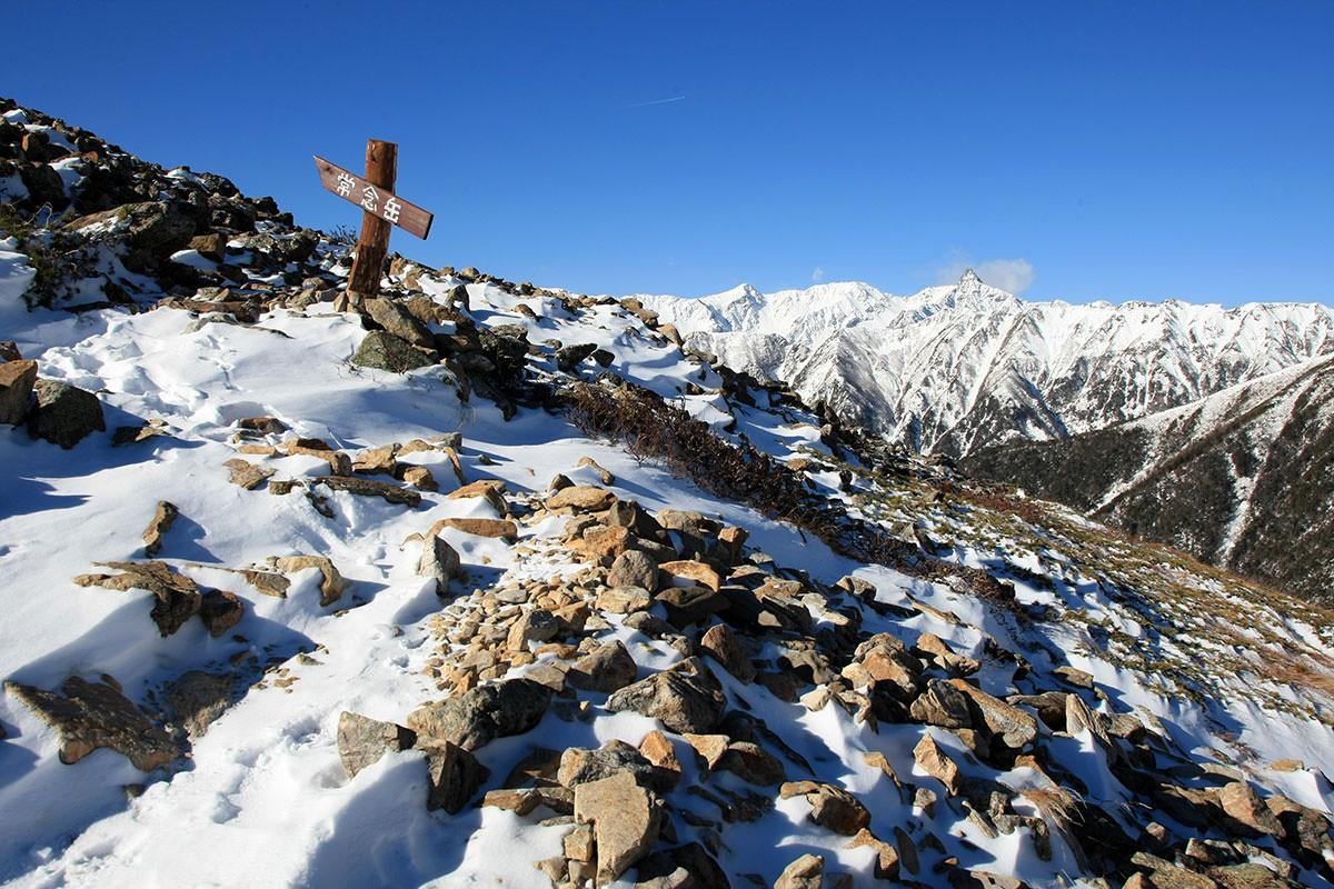 槍ヶ岳を見ながら登る