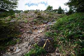 ここから水ノ塔山までガレ場