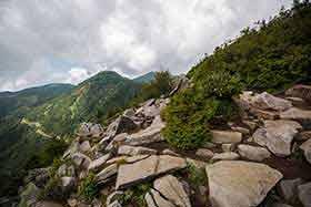 篭ノ塔山も同じくらいの高さに見える