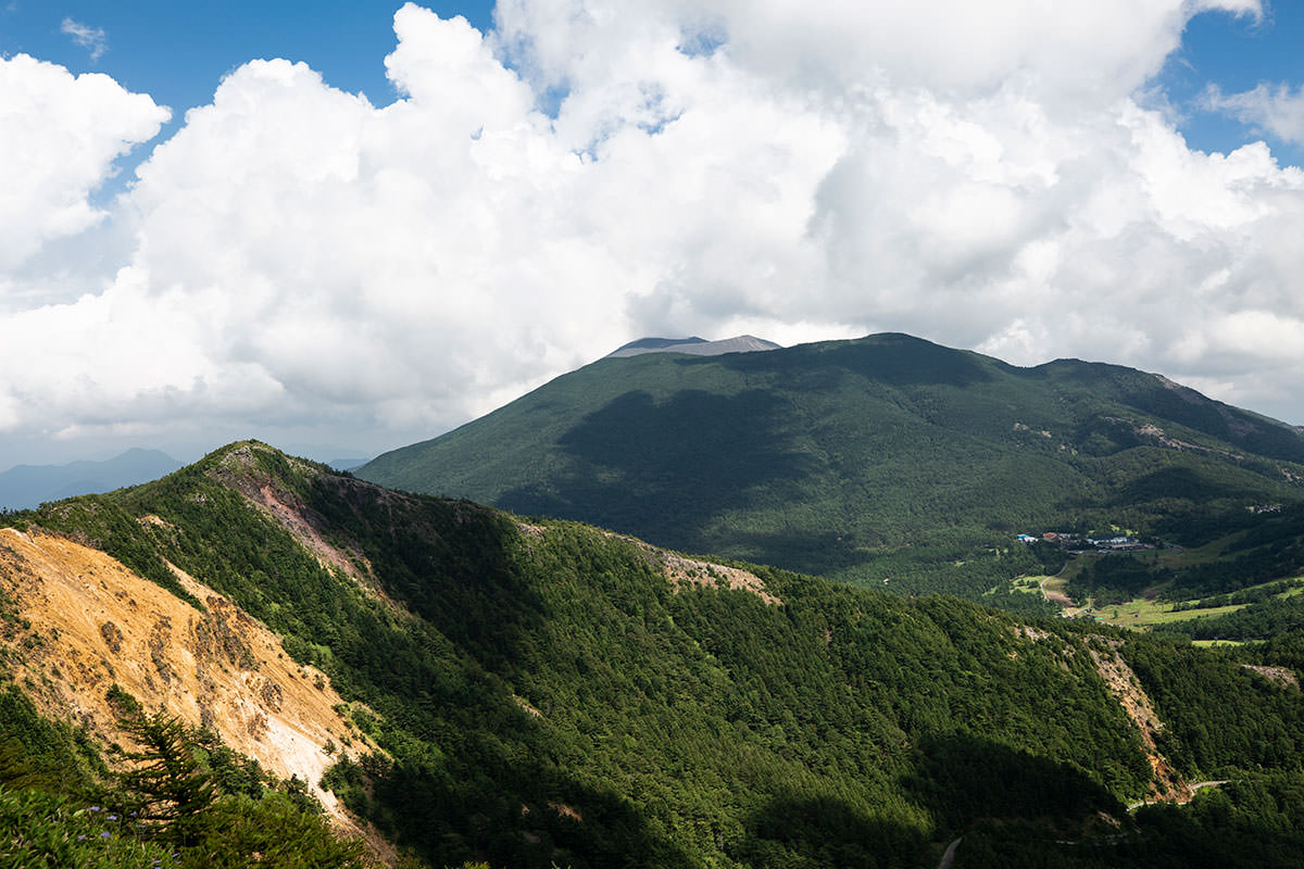 浅間山の煙は雲と同化してモウモウしてる