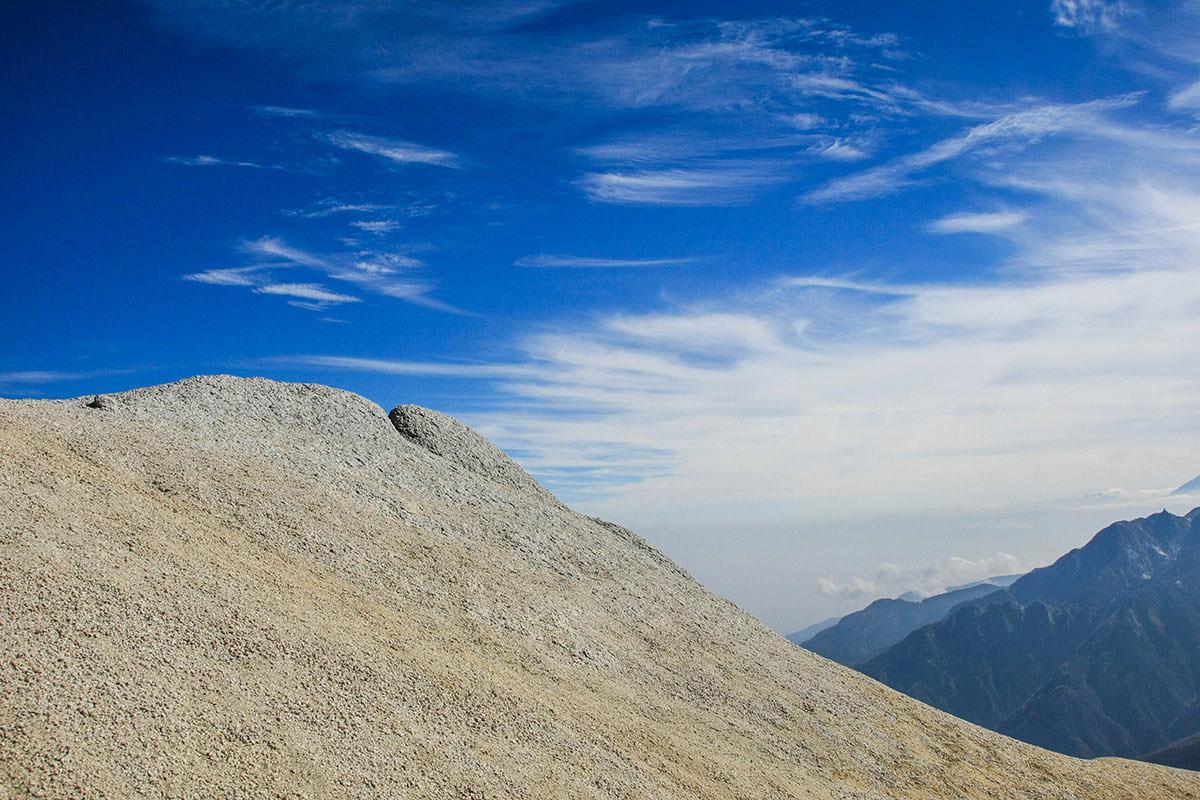 砂の登山道