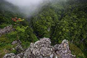 滝見台の先端へ
