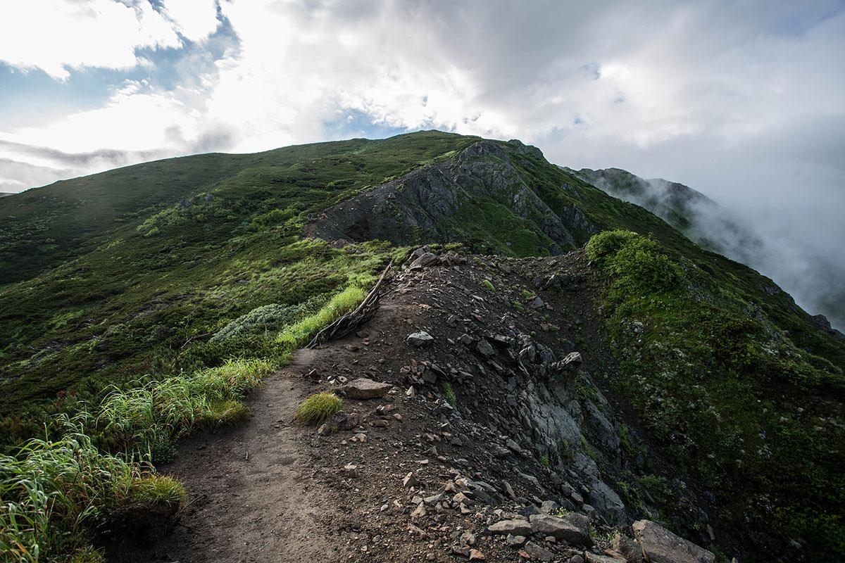 南岳へ登る