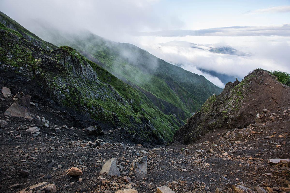【上河内岳】登山百景-右側は崖