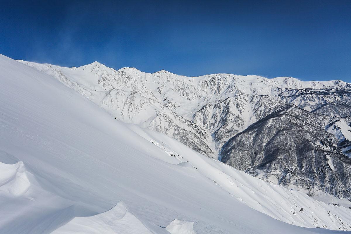 左側には五竜岳