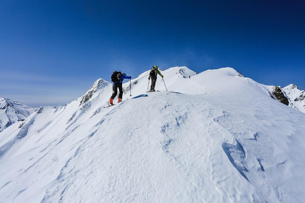スキーでがんばる人たち