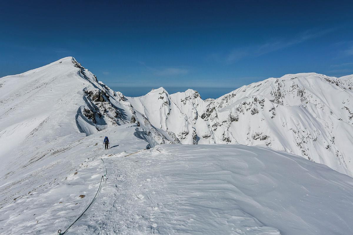唐松岳-右側に雪庇