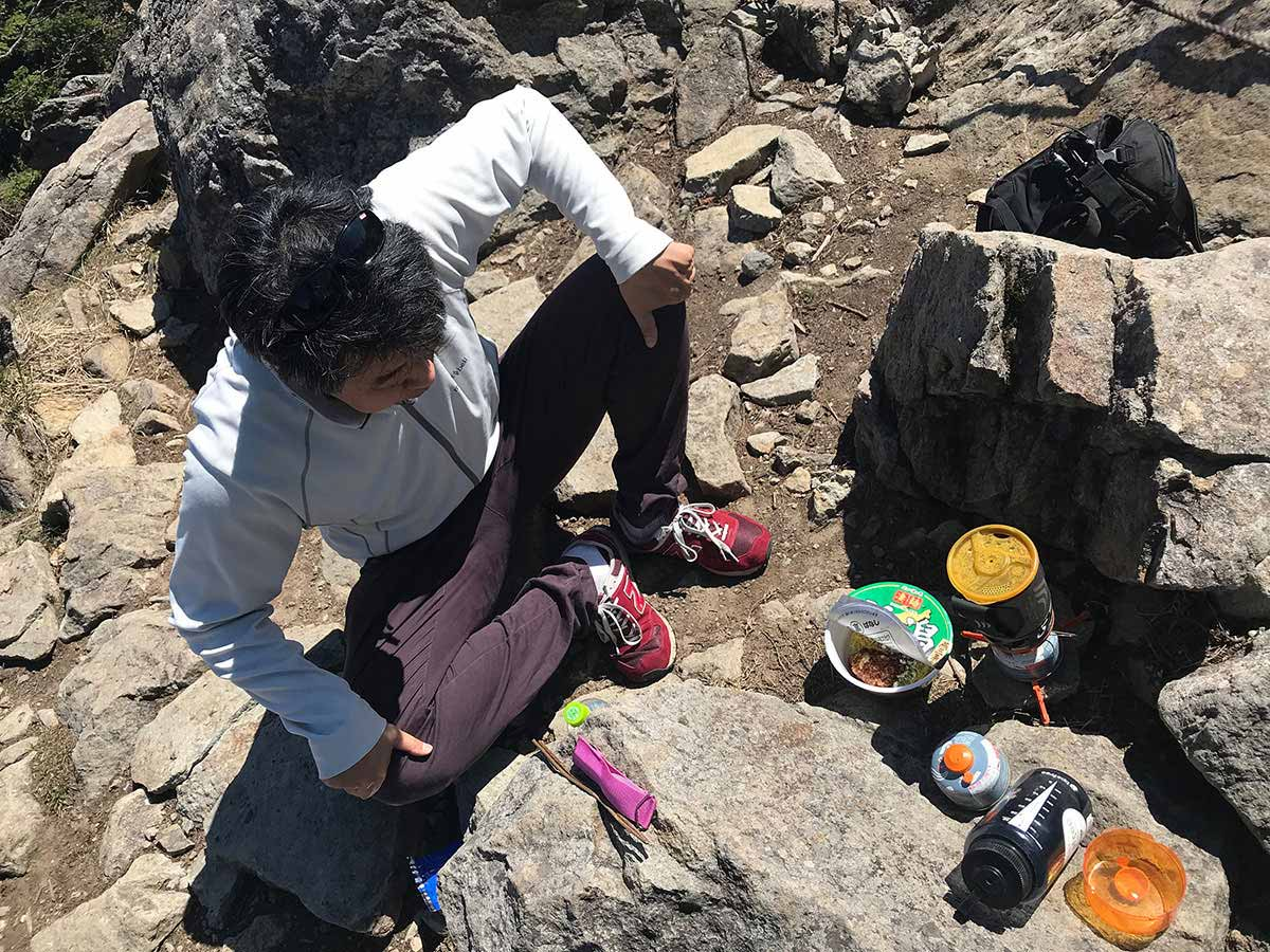 笠ヶ岳の上でお昼