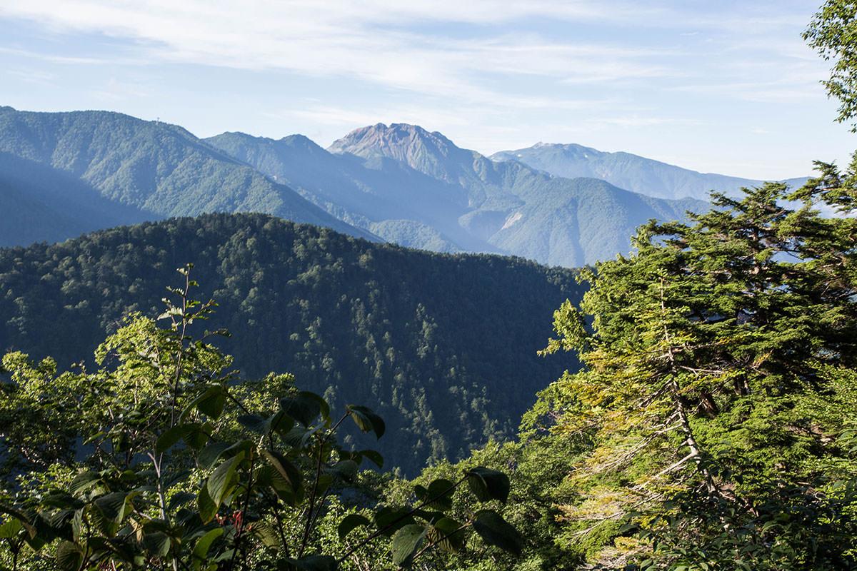 焼岳と乗鞍岳が見える