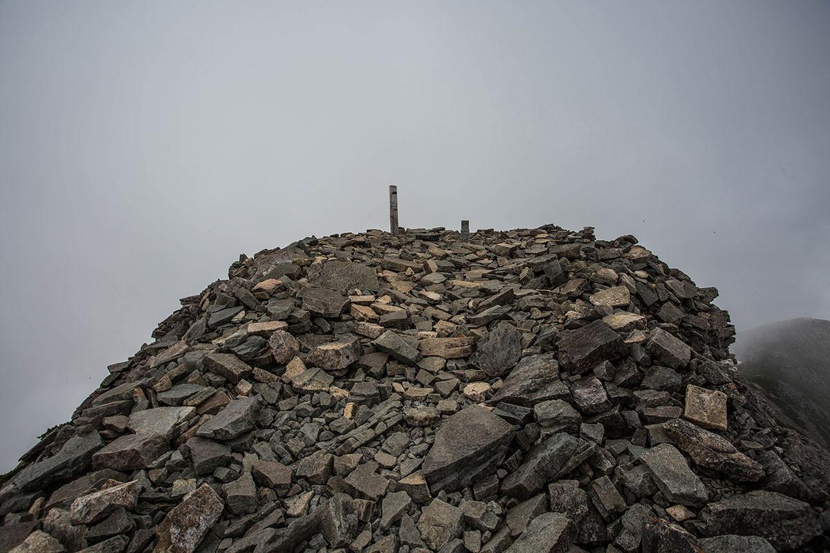 山頂は狭い