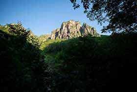錫杖岳のものすごい岩壁