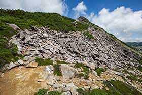 平たい石が多い