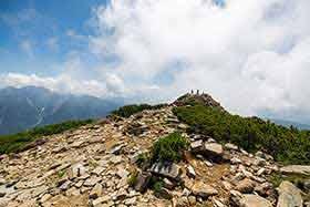 山頂は向こう側