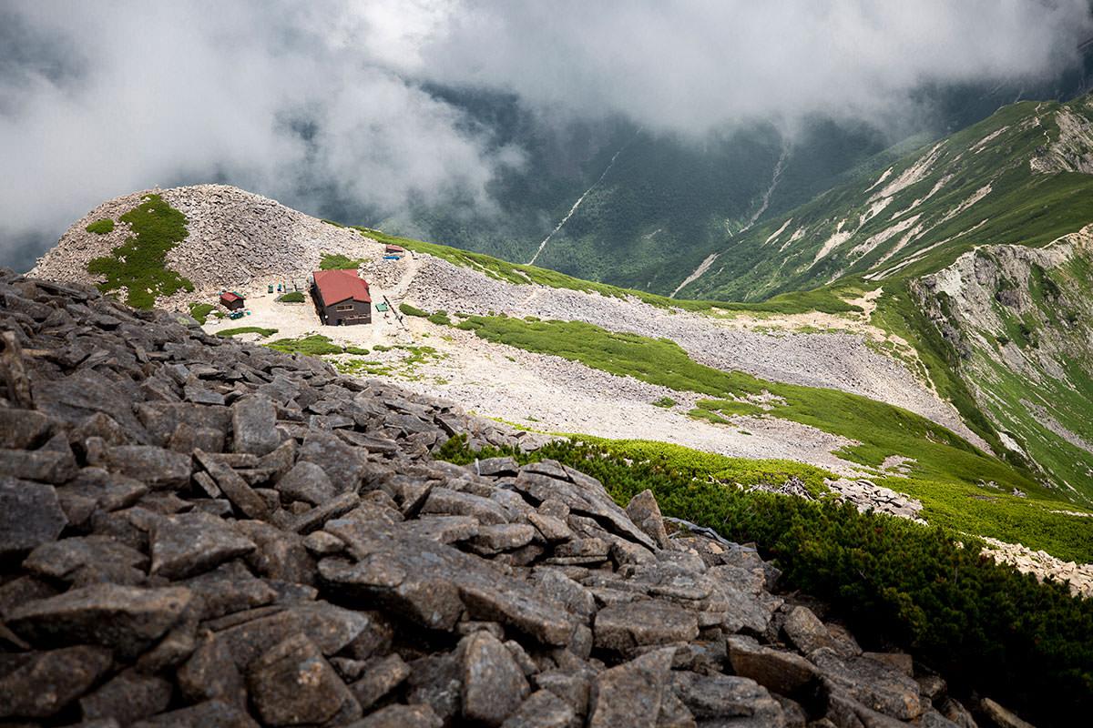 笠ヶ岳山荘はすぐ下