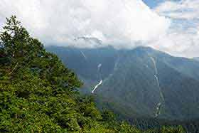 穂高岳もチラリと見える