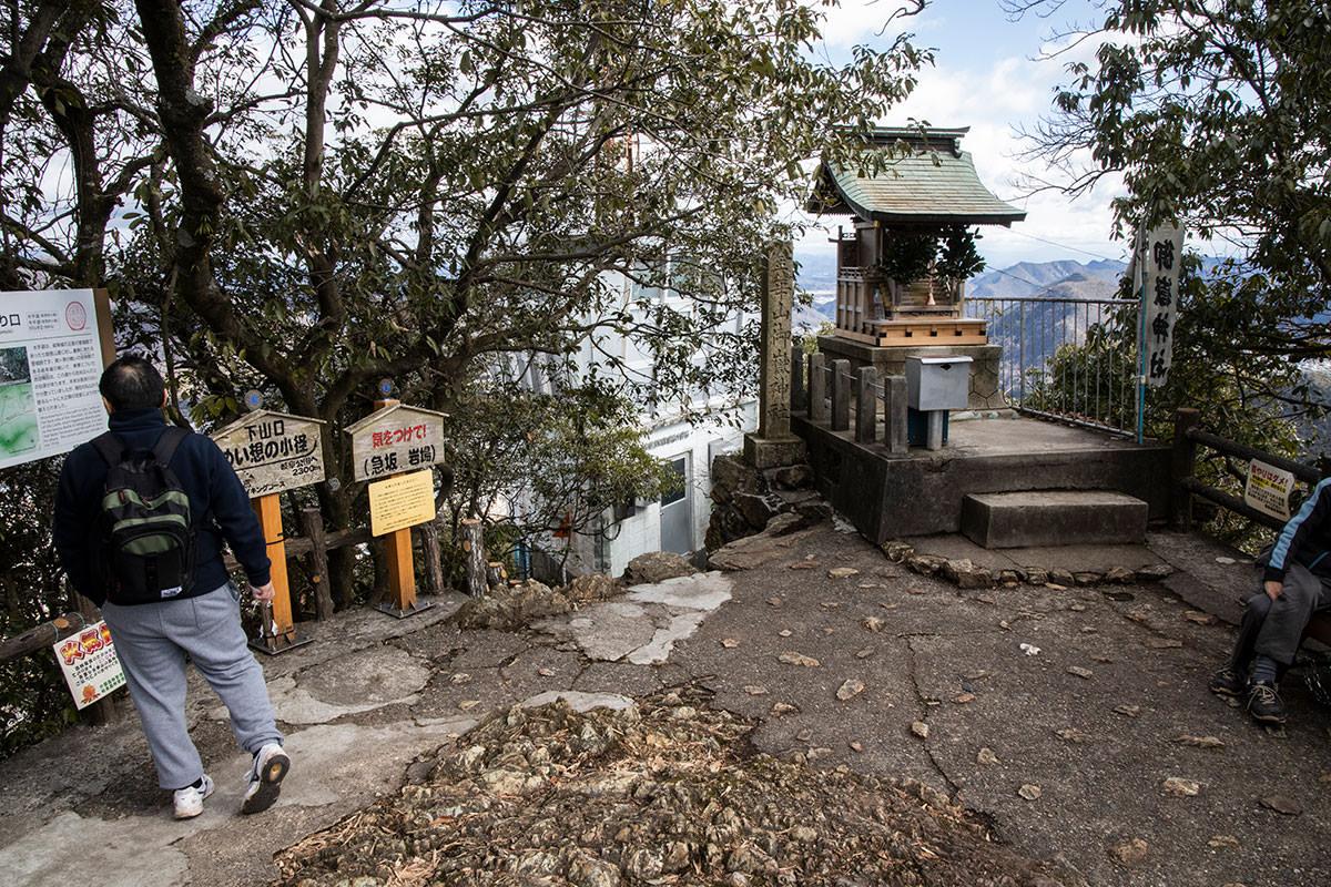 金華山-御嶽神社とめい想の小径への入口