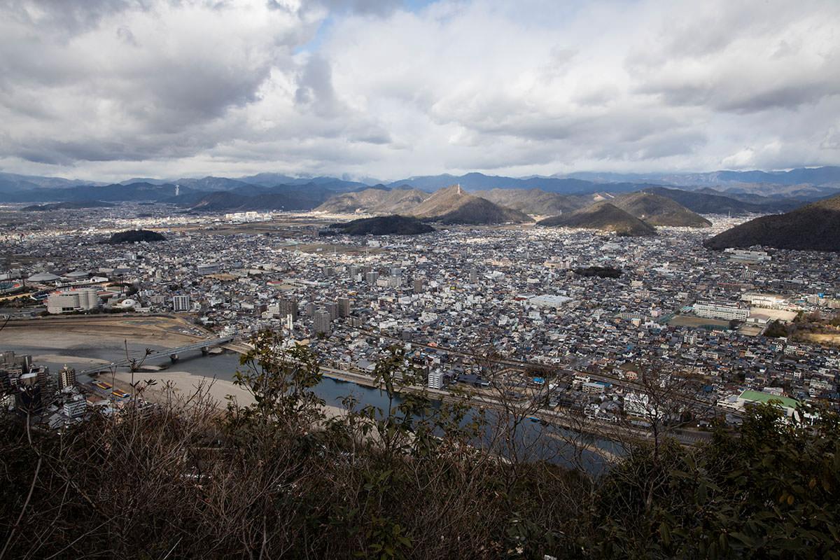 金華山-曇っているのが惜しい