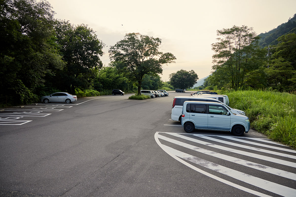 金華山-広い駐車場に車を停める
