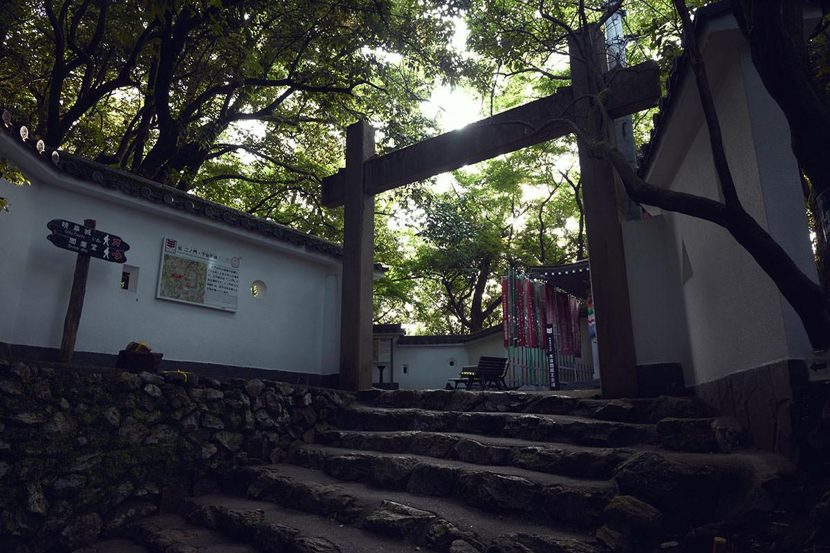 金華山-門を潜って進む