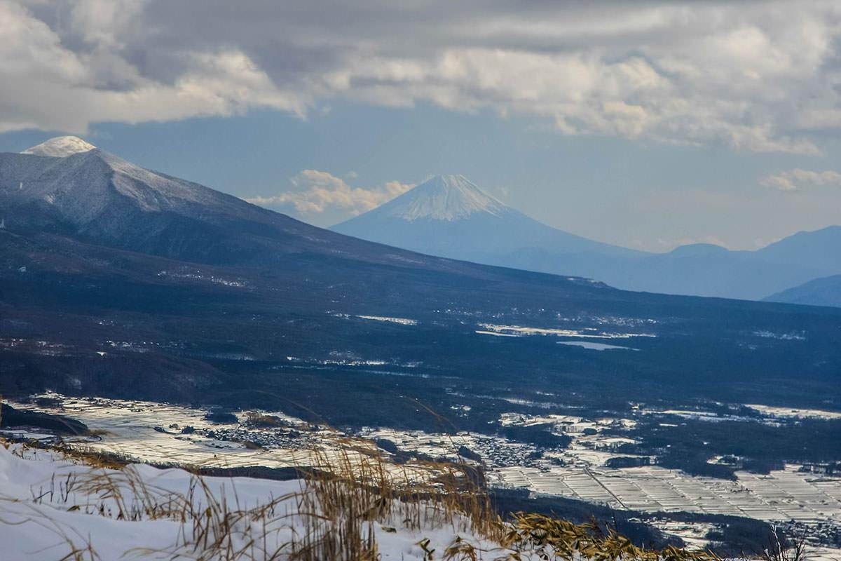 山頂の観測所が小さく見える