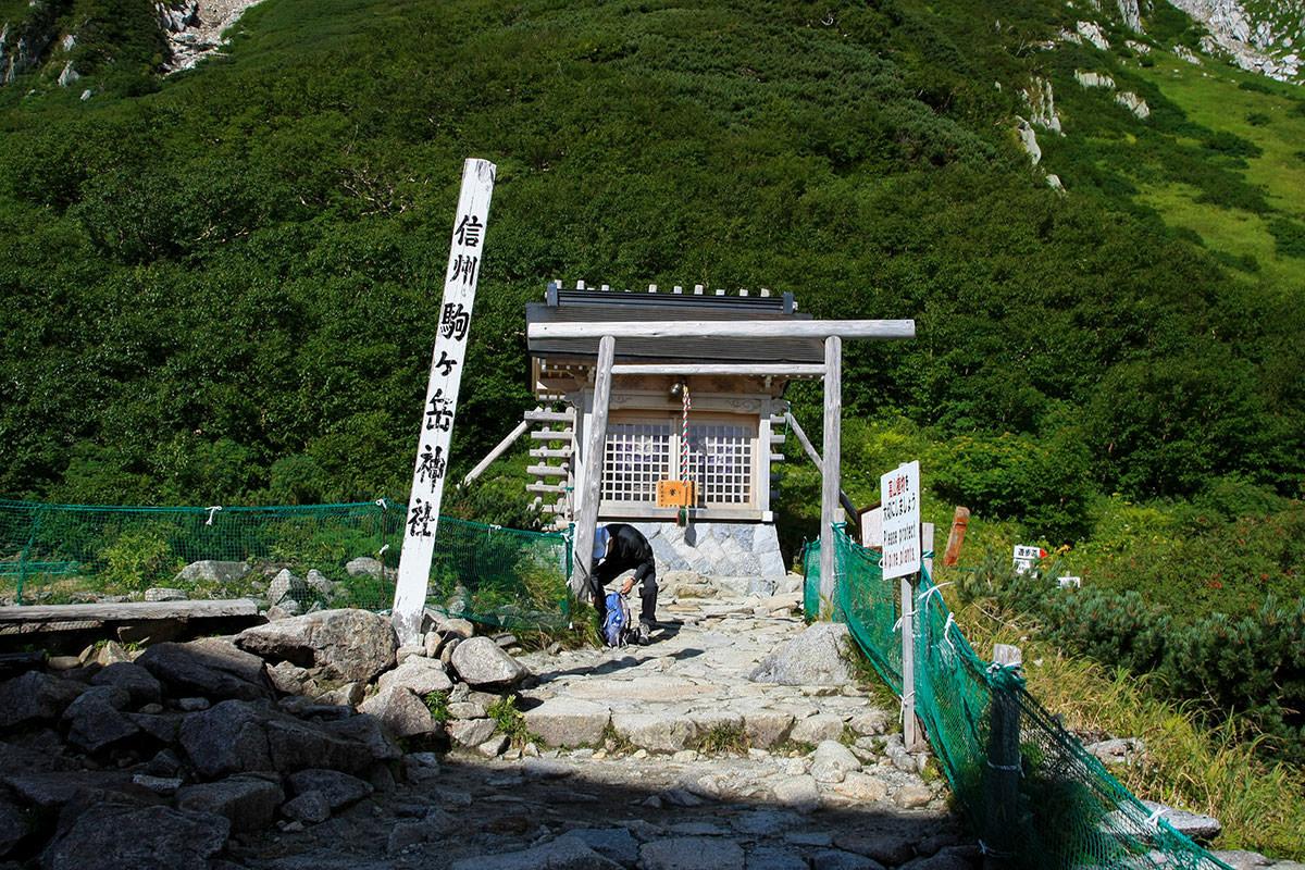 登山口は神社から