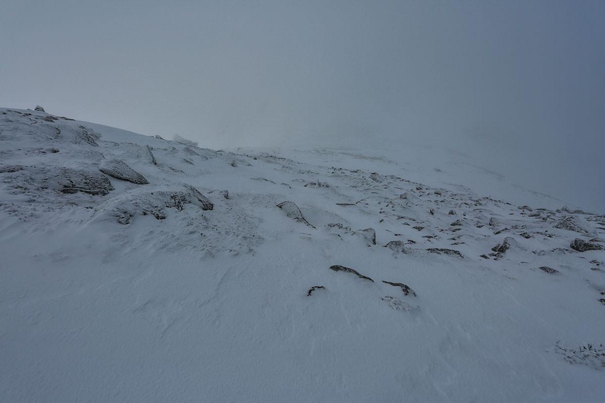 中岳から先は真っ白