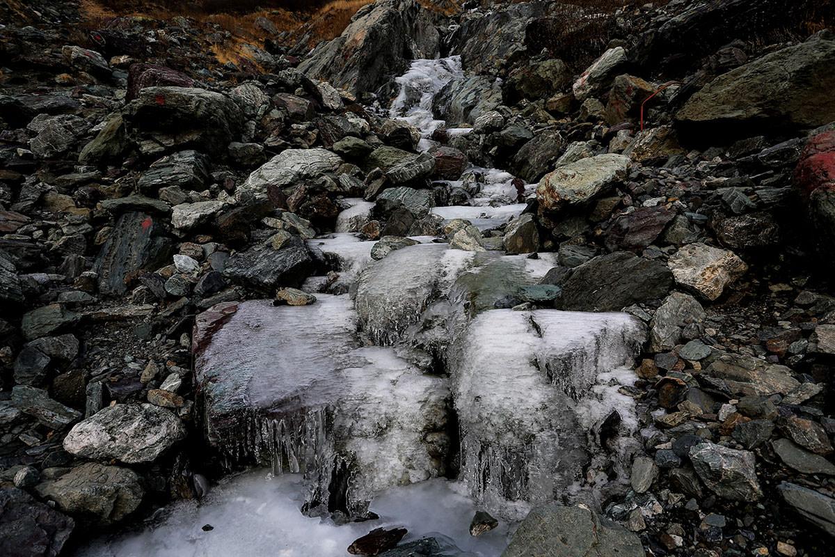 【北岳】登山百景-沢が凍ってる