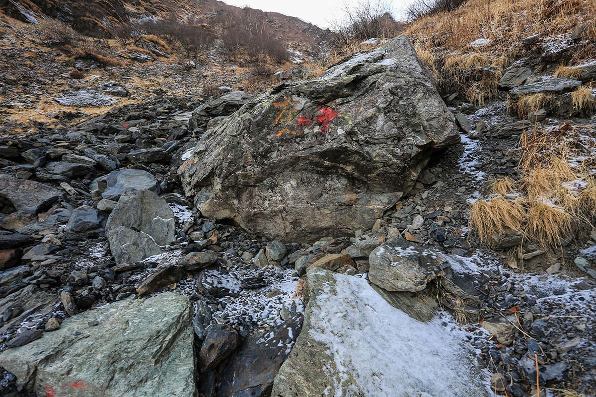 【北岳】登山百景-「どっちだよ!」の石