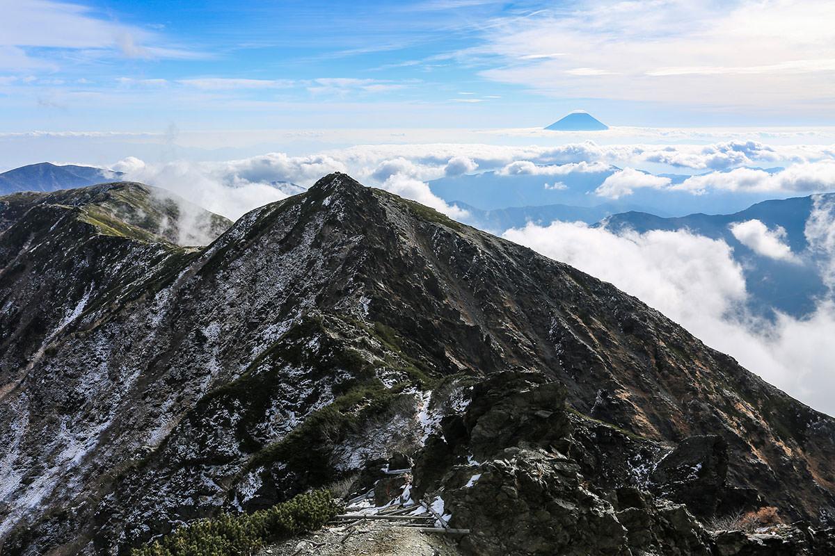 【北岳】登山百景-富士山もうっすら