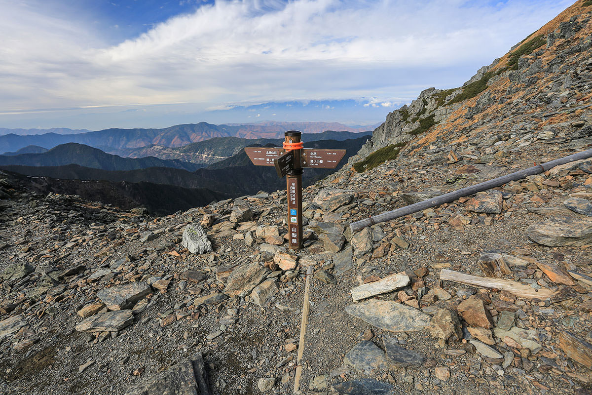 【北岳】登山百景-ガレ場が終わって吊り尾根